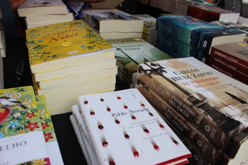 Miles de libros, tirillas cómicas y artesanías fueron algu...
