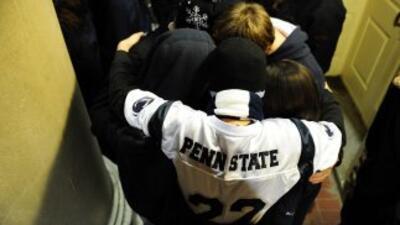 Ex alumnos y estudiantes hispanos indignados ante escándalo Penn State.