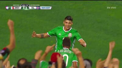 Gooool!!! Alan Pulido remata de cabeza y anota para México