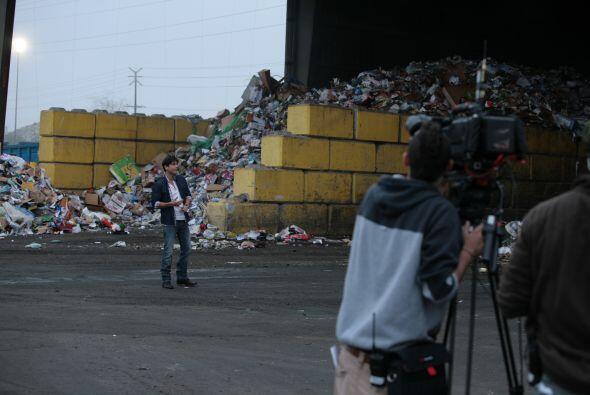 Aunque en cámara Poncho de Anda solo padeció los olores del basurero por...