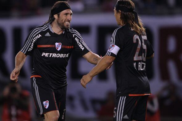 El goleador Mariano Pavone anotó de penal el único gol riverplatense.