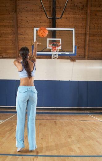 El baloncesto implica una buena cantidad de carreras, movimientos rápido...