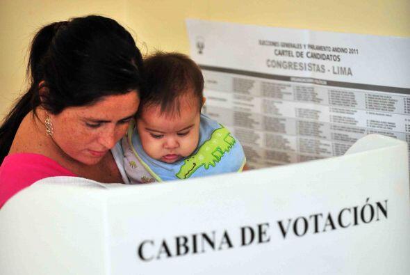 Las mesas de votación se abrieron a las 08H00 locales (13H00 GMT) en med...