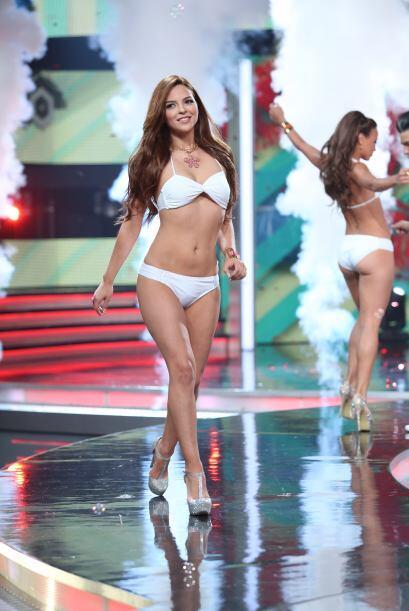 Cynthia Pérez es una chica muy coqueta y bella, que supo cómo presumir e...
