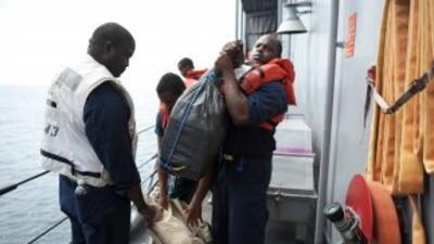 Unas 3,200 libras de clorhidrato de cocaína fueron incautadas en aguas i...