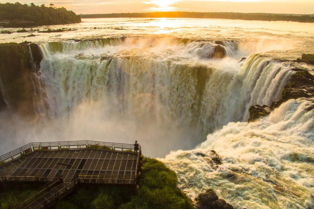 Las 23 mejores fotos tomadas con drones este 2017  Sunrise at the Iguazu...