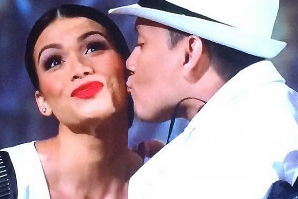 Este beso levantó los ánimos el sábado pasado en el programa.