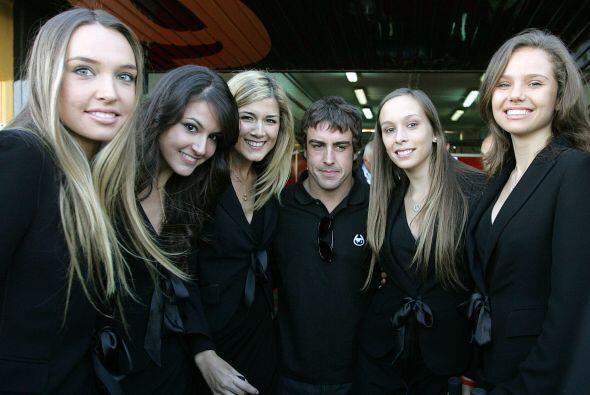 Para finales de 2009, Fernando Alonso recibió una calurosa bienvenida al...