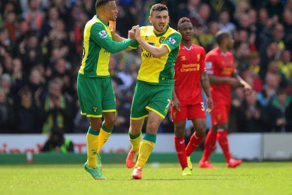 Sterling marcaría su segundo gol y tercero del Liverpool, pero el Norwic...