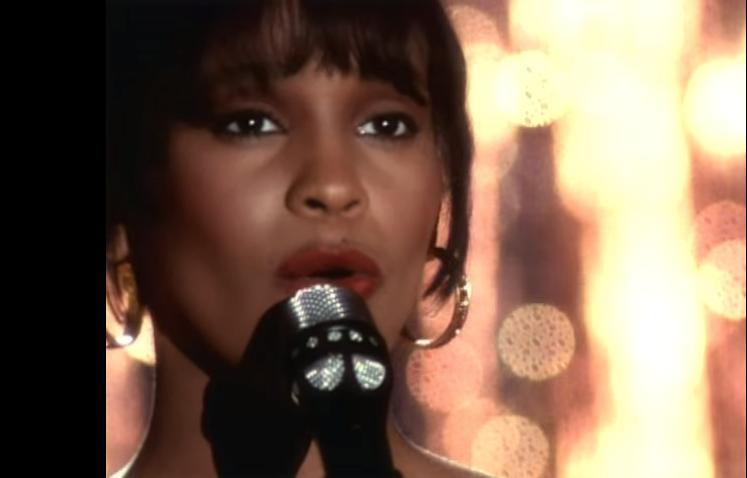 "Su cantante favorita es Whitney Houston y ""I Will Always Love You&q..."