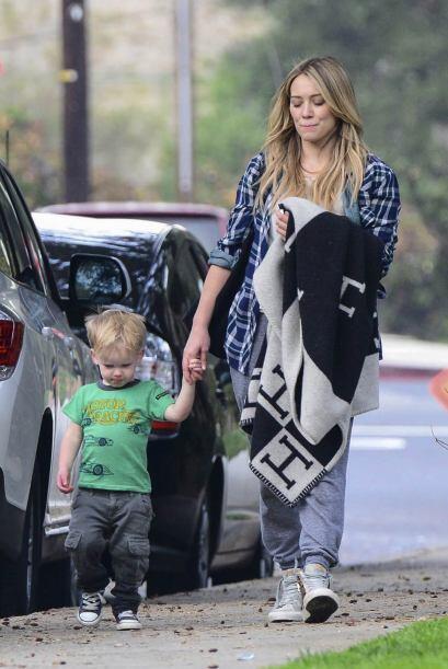 Otra madre 'fashionista' que presume a su hermoso bebé con mucho estilo...