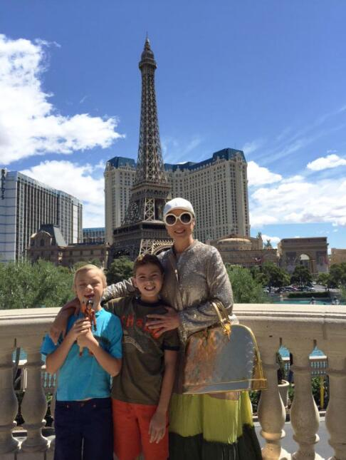 Leticia Calderón y sus hijos.