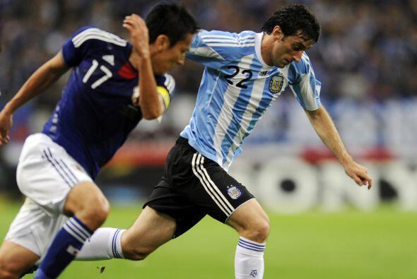 Diego Milito jugó poco porque tuvo que ser reemplazado por una molestia.