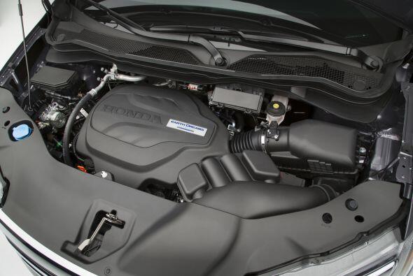 Para su motorización se optó por un V6 de 3.5 litros, que posee tecnolog...