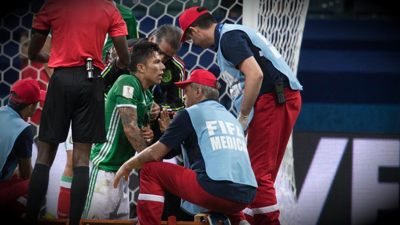 Carlos Salcedo estará tres meses fuera de las canchas