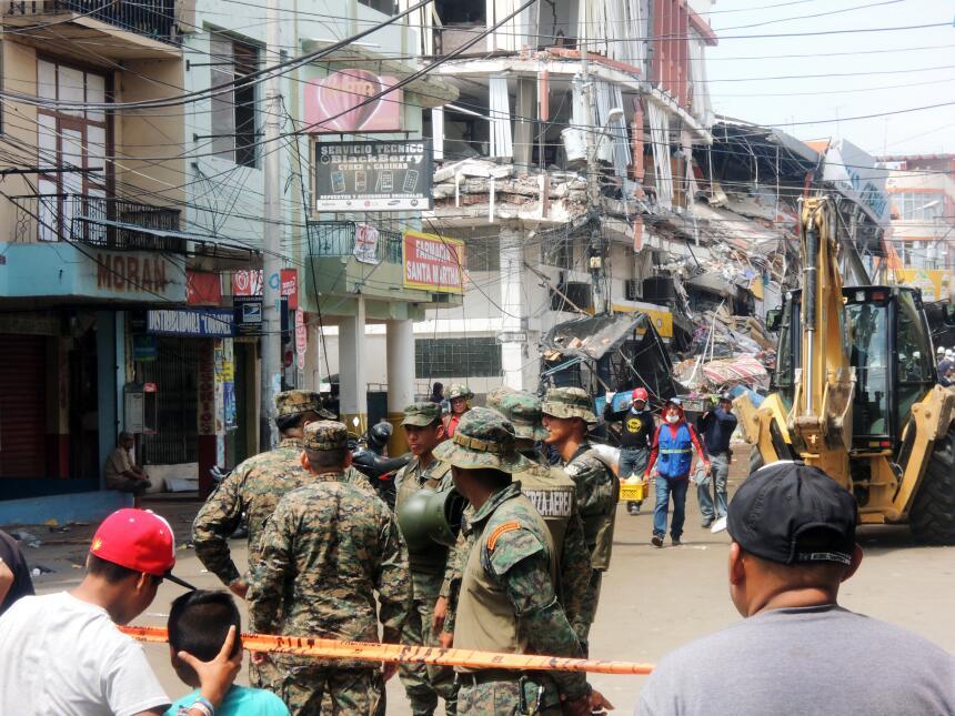 Desesperación y ruinas en la costa ecuatoriana tras el terremoto DSCN216...
