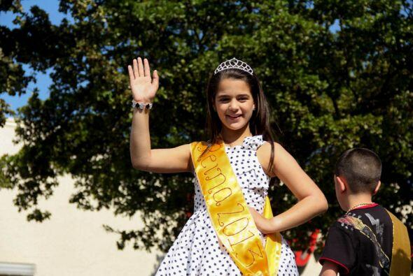 Nuestra pequeña reina y una de las ganadoras del concurso de &quo...