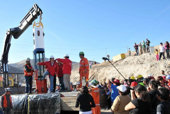 Los ingenieron alistan el plan de rescate de los 33 mineros.
