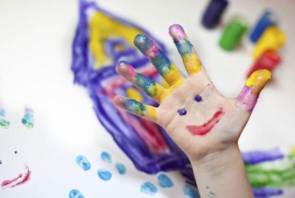 Invítalos a jugar a la rayuela o a crear coloridos murales en tu 'backya...