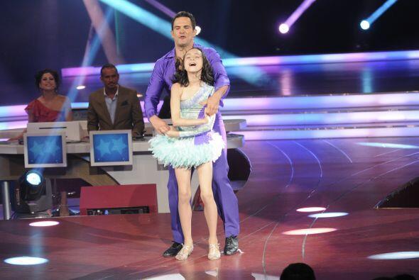 Juntos bailaron una salsa y pusieron a bailar a todo el público y a los...