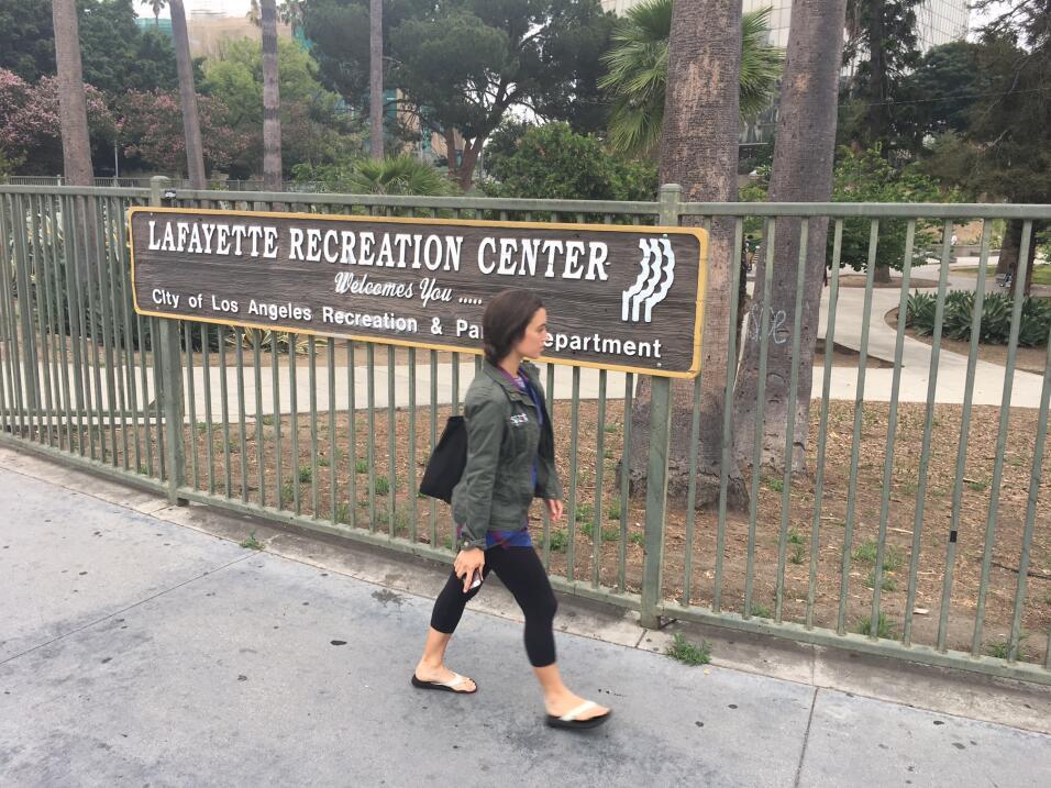Acceso del parque Lafayette, que la MS-13 usa para reunirse, vender drog...