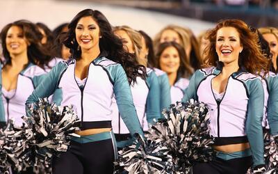 Disfruta las mejores imágenes de las cheerleaders que estuvieron...