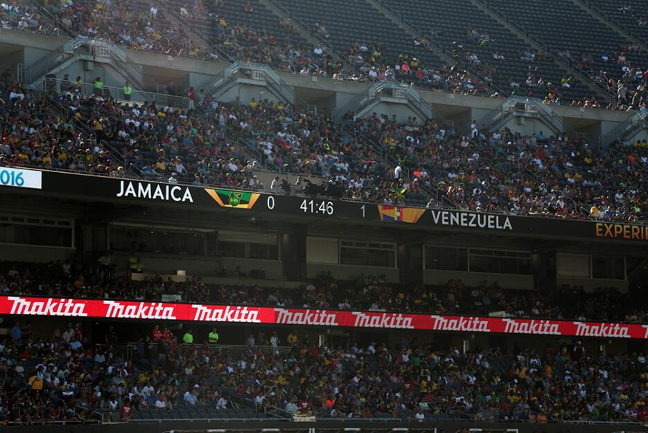 El estadio estuvo repleto y lleno de color y alegría.