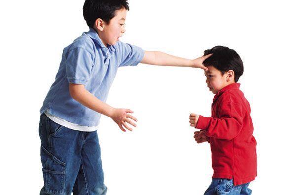 Ocurre cuando un niño generalmente mayor, molesta en repetidas ocasiones...
