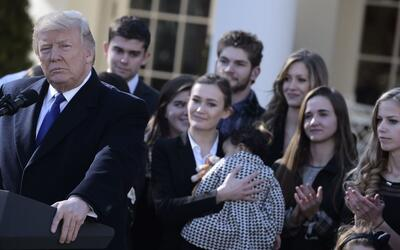Trump, en compañía de líderes antiaborto en la Casa...