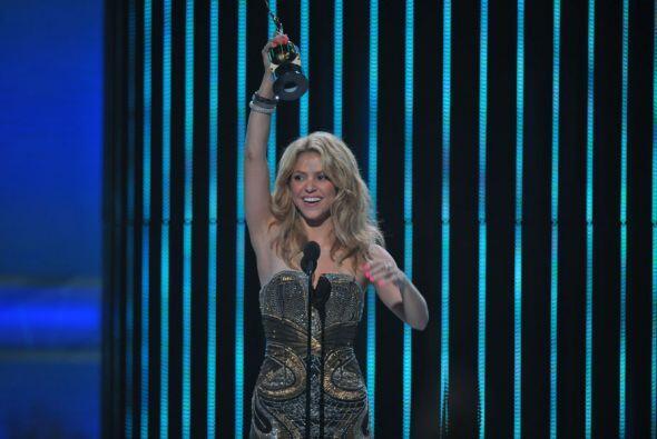 Shakira fue galardonada en 2010 con el premio Supernova, un galardón que...