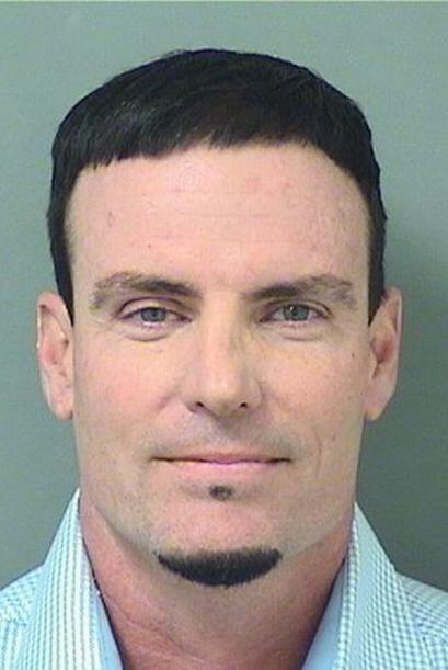 Vanilla Ice fue arrestado el 18 de febrero de 2015 tras supuestamente ro...