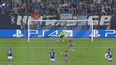 ¡Hay portero, se salva el Schalke 04! Penal para el Porto, pero Telles erra el cobro