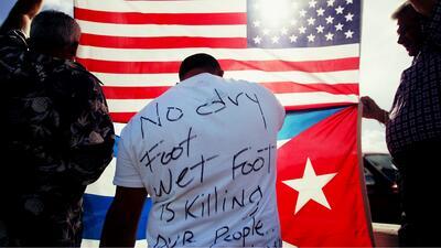 Por qué muchos hispanos se alegran del fin de un beneficio migratorio para los cubanos