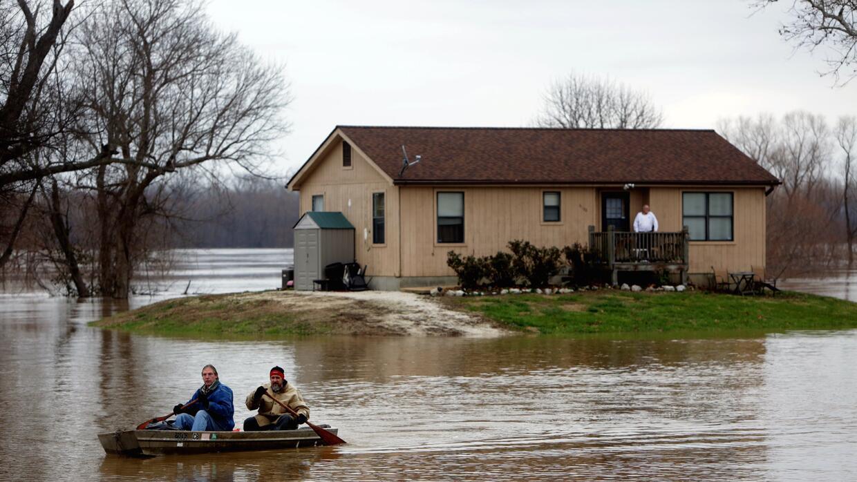 Residencia en Mississippi Boulevard rodeada por el agua