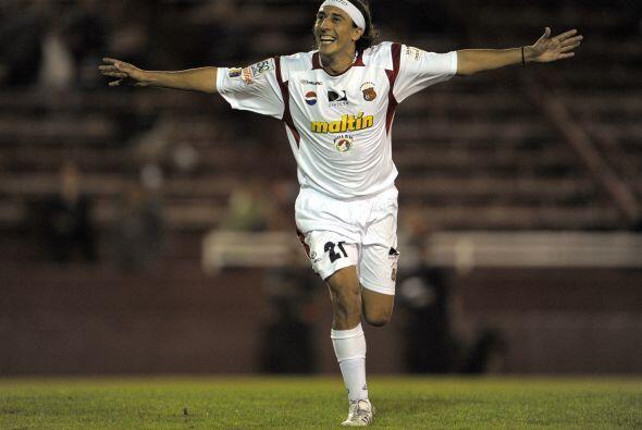 En Venezuela el volante argentino Darío Figueroa firmó con...