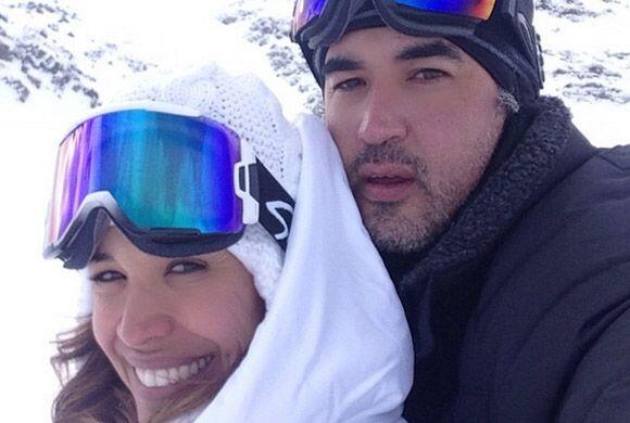 No cabe duda de que Karla y su esposo son un bello matrimonio.