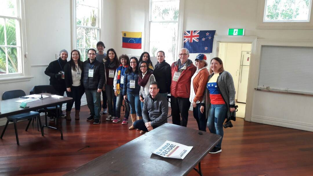 In photos: From New Zealand to Miami, Venezuelans vote against the gover...
