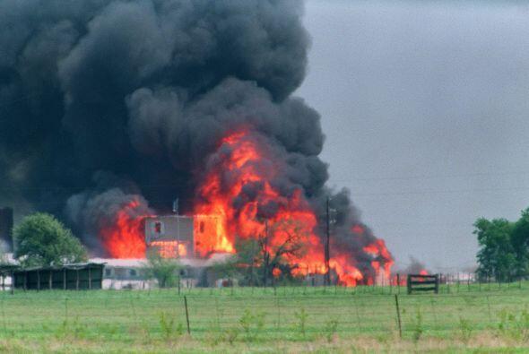 Finalmente, el 19 de abril de 1993, las instalaciones donde estaban esco...