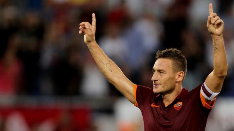Totti marcó el tercer gol de la Roma sobre el Chievo Verona.