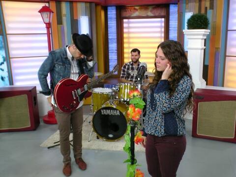 La exitosa agrupación de pop, Jesse y Joy llegó al program...