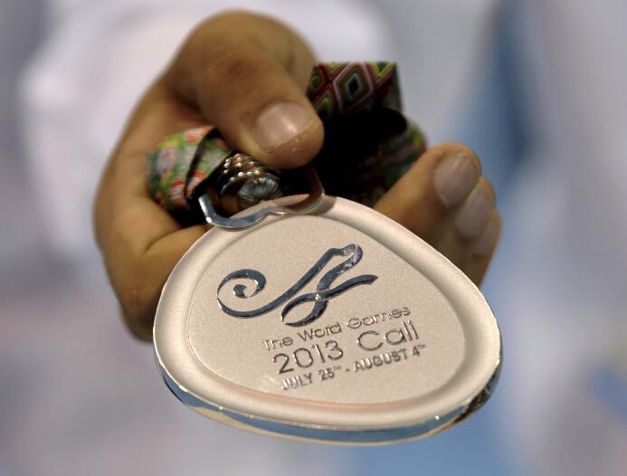 De oro solo tenían el barniz: medallas malhechas, agua verde y otros fia...
