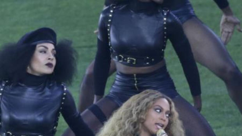 Beyoncé durante su actuación en la Super Bowl 50