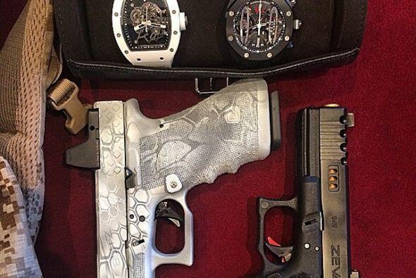Y de las armas de fuego. Fotos:instagram.com/danbilzerian