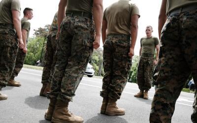Marines estadounidenses en un entrenamiento en Brooklyn, Nueva York.