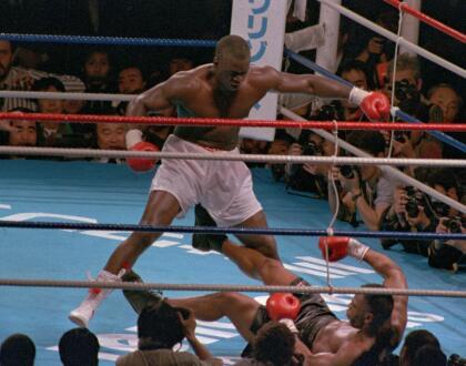 <b>Mike Tyson: </b>mientras las apuestas estaban 42-1 para el mítico boxeador, en febrero de 1990 las cosas se voltearon de una manera inesperada. James &#39;Buster&#39; Douglas lo venció en 10 asaltos, cuando Tyson estaba acostumbrado a superar a sus rivales con facilidad.
