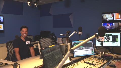 Chayanne en el estudio de Amor 107.5 en Miami, entrevistado por Alberto...
