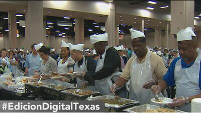 Comienzan los preparativos para la cena del Día de Acción de Gracias de Raúl Jiménez