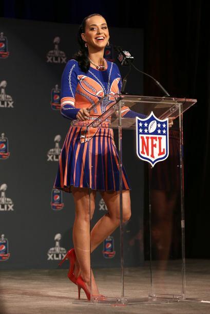 Con una hermosa sonrisa Katy Perry contestó cada pregunta.