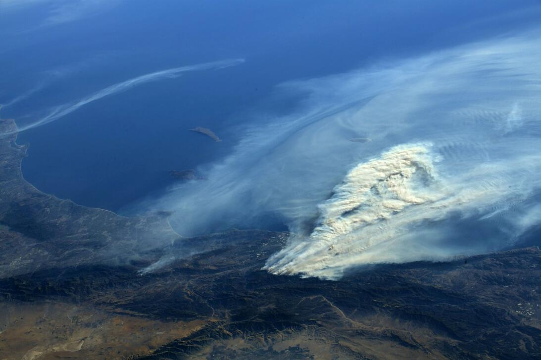Fuegos de California desde la Estación Espacial internacional