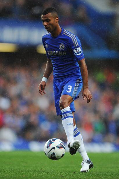 Defensa, Ashley Cole: El veterano lateral del Chelsea de nuevo llamó la...